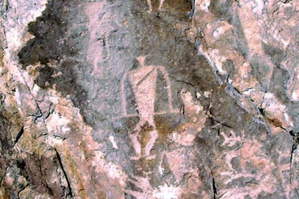 Картинки по запросу петроглифы утеса саган заба