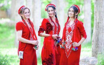 Орнамент одежды памирцев схож с орнаментами народов русского севера